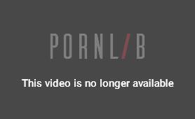 pretty-asian-girl-reveals-her-sexy-little-feet-in-public