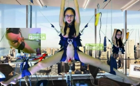 Nerdy Camgirl Has A Mechanical Toy Drilling Her Juicy Cunt