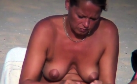 Beach Voyeur Captures A Hot Babe With A Tight Shaved Slit