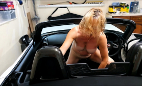 Stacked Mature Wife Drives Herself To Pleasure In The Car